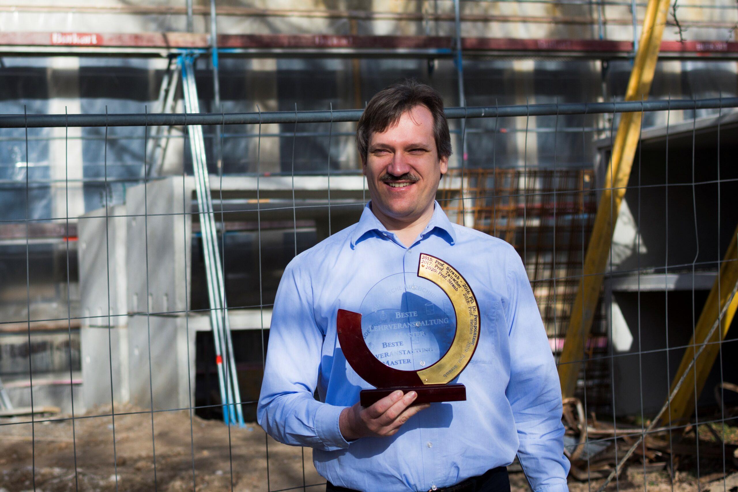 Prof. Straub erhält Preis für beste Lehre im Master
